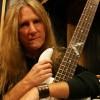 Baskytarista Tobyho Keithe zahynul při autonehodě