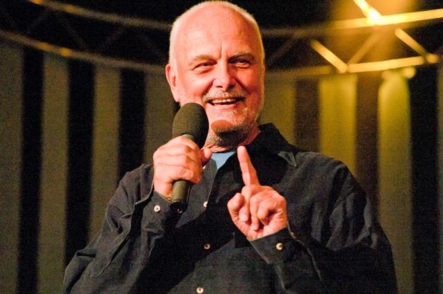 Moderátor Vladimír Čech, koncert Honzy Vyčítala a skupiny Greenhorns, Praha, Divadlo ABC 21.10.2012 (Foto: Jiří Konc / CountryWorld.cz)
