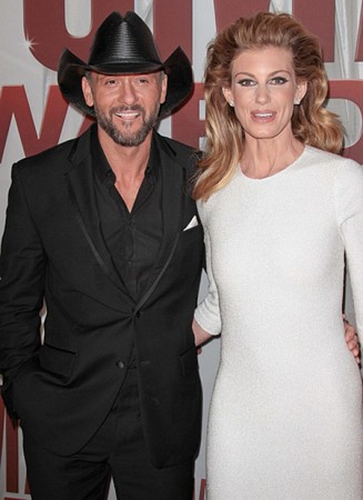 Faith Hill a Tim McGraw při udílení CMA Awards 2011 (Foto: Andrew Evans / PR Photos )