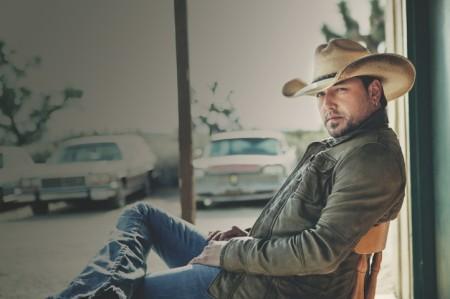 Jason Aldean - promo fotografie k albu Night Train (www.jasonaldean.com)