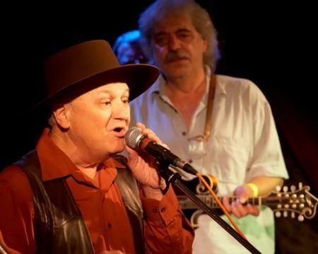 Charlie McCoy a Robert Křesťan na STARÉM DOBRÉM WESTERNU (Foto: Vlastimil Jurica / Gympleři)